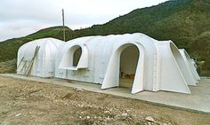 A green-roofed Hobbit home anyone can build in just 3 days Green Magic Homes – Inhabitat - Green Design, Innovation, Architecture, Green Building Maison Earthship, Earthship Home, Villa K, Green Magic Homes, Green Homes, Casa Dos Hobbits, Earth Sheltered Homes, Underground Homes, Dome House