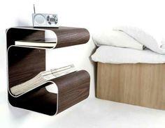 moderner hölzerner Nachttisch