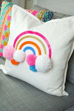 DIY Rainbow Pom Pom Pillow with Cricut Iron on Vinyl Regenbogen Pompom Kissen selber machen Cute Pillows, Kids Pillows, Baby Pillows, Colorful Pillows, Throw Pillows, Diy Pillow Covers, Decorative Pillow Covers, Diy Design, Cricut Iron On Vinyl