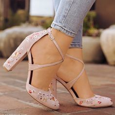39 Floral Shoes To Update You Wardrobe Now - Elegante Schuhe Fancy Shoes, Pretty Shoes, Crazy Shoes, Beautiful Shoes, Me Too Shoes, Heeled Boots, Shoe Boots, Shoes Heels, Stilettos