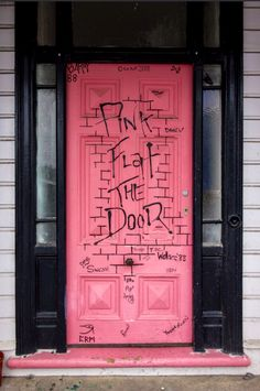 Dunedin, Nouvelle-Zélande #photo #porte #door #voyage #travel #rose #pink Via https://www.flickr.com/photos/guymauve/15757933659/