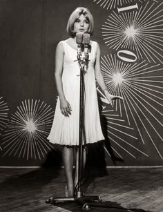 France Gall, winner of the Eurovision Song Contest 1965 in Naples for Luxembourg Photo Vintage, Vintage Vogue, Vintage Photos, Serge Gainsbourg, Sixties Fashion, Pop Fashion, Michel Berger France Gall, Rock And Roll Girl, French Pop