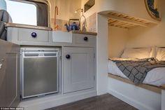 Vous avez toujours rêvé d'avoir votre propre camping-car ? Cet ingénieur investit 8.500 $ et transforme son estafette en une petite maison de rêve! - DIY Idees Creatives