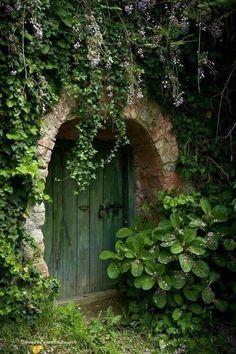 Secret Garden Door, Garden Doors, Garden Gates, Garden Art, Hidden Garden, Nature Aesthetic, Garden Cottage, Dream Garden, Beautiful Gardens