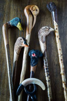 Diy wood carving ideas walking sticks ideas how to carve cedar into a walking stick or cane Hand Carved Walking Sticks, Wooden Walking Sticks, Walking Sticks And Canes, Walking Canes, Wood Carving Patterns, Wood Patterns, Walking Staff, Dremel Wood Carving, Cane Stick