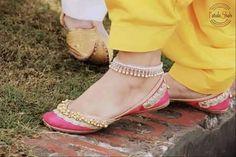 Love Punjabi Jutti <3 Pakistani Fashion Party Wear, Punjabi Fashion, Indian Fashion, Indian Designer Outfits, Indian Outfits, Indian Shoes, Wedding Couple Poses Photography, Bridesmaid Shoes, Beautiful Shoes