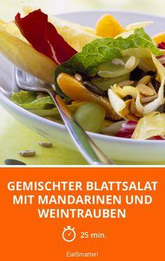 Gemischter Blattsalat mit Mandarinen und Weintrauben