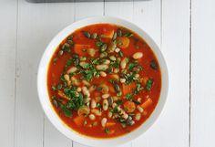 Szybka zupa fasolowa z dynią - Przepis - Fooder.pl - Twoje wszystkie ulubione przepisy w jednym miejscu!