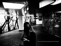 A corner woman. by Mitsushiro Nakagawa