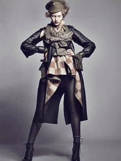 Wardrobe: Styling Incorporate Leather Retro Military Fashion - The combination of era fashion and retro army-wear inspires Dazed & Confused Japan in the December 2009 issue. Military Chic, Military Looks, Dazed And Confused, Military Inspired Fashion, Military Fashion, Mädchen In Uniform, Foto Fashion, Mode Blog, Vogue Us