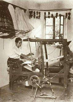 Szövőszéknél, 1927. Hungary, Fiber Art, Weaving, Textiles, Marvel, Landscape, History, Poster, Inspiration