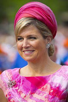 Queen Max of Dutchland😉👍 Perm, Estilo Real, Head Wrap Headband, Estilo Fashion, Vintage Party, Queen Maxima, Royal Fashion, Fascinator, Pretty In Pink