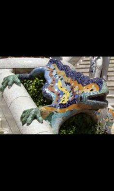 The Parc Güell is one of the few parks in barcelona. It is beautiful