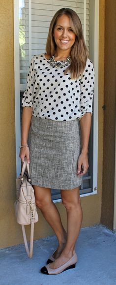 Today's Everyday Fashion: Polka Dots — J's Everyday Fashion I LOVE this outfit! Work Fashion, Trendy Fashion, Curvy Fashion, Fashion Clothes, Vestidos Chiffon, Diy Circle Skirt, Polka Dot Blouse, Polka Dots, Looks Style