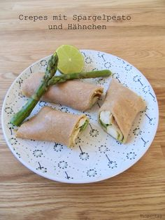 Vollkorn-Crepes mit Spargelpesto und Hähnchen Crepes, Avocado Toast, Breakfast, Ethnic Recipes, Spring, Food, Easy Meals, Food And Drinks, Morning Coffee