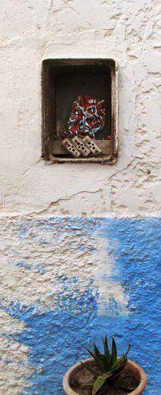 Face au mur / Face at wall # 39, Techniques mixtes sur papier / mixed media on paper, Essaouira, 2013.