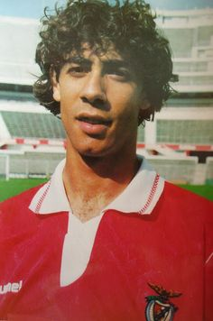 Rui Costa en el Benfica 1992/93. Manchester United, Real Madrid, Rui Costa, Portugal, My Dream Team, Good Soccer Players, Football Soccer, Fifa, First Love