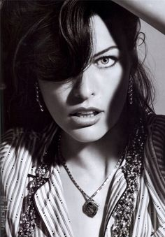 Milla Jovovich is absolutely sensational in this Mario Sorrenti shoot from Vogue China June. I am also impressed that a Sorrenti model is actually wearing… Milla Jovovich, Mario Sorrenti, Vogue China, Model Face, Exotic Beauties, Black And White Pictures, Harpers Bazaar, Kate Moss, Movie Stars