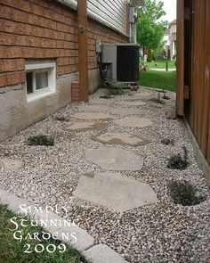 Side Yard pea gravel stepping stone pathway between buildings Stepping Stone Pathway, Gravel Pathway, Pea Gravel Patio, Stone Walkway, Walkways, Patio Stone, Flagstone Patio, Outdoor Fire Pit Table, Fire Pit Backyard