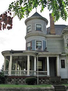Victorian home in Steubenville Victorian Architecture, Architecture Details, Historical Architecture, Vintage Porch, Victorian Homes, Victorian Interiors, Victorian Era, Dream House Exterior, Old Houses