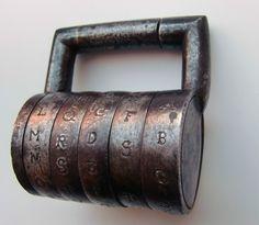 Altes Zahlen-/Buchstaben-Vorhängeschloss um 1900