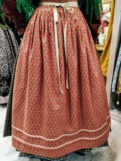 DELANTAL INDUMENTARIA TRADICIONAL. Folk Clothing, Textiles, Skirts, Fashion, Folklore, Shandy, Petticoats, Traditional Dresses, Moda