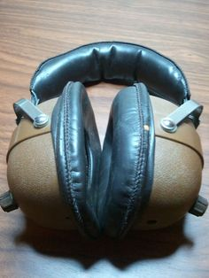 Headphone Bluetooth Modification - Gunna have to give this a try! I've got a busted set of cans at home I can make this modification to.