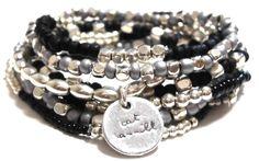 ブランド : CAT HAMMILL(キャットハミル) 【 商品 特徴 】セレブ愛用で話題沸騰!オーストラリアのcat hammill jewellery!数が多いので何通りにも付け替え出来て友達や恋人にも分けて一緒にも身に着けられます!人気のブラックとシルバーカラーのおしゃれな組み合わせ、シンプルなデザインと数の多いブレスレッドセット、秋冬にも好評の派手すぎないカラーリング、ジャケットやトップスの袖口のワンポイントにおすすめ♪【サイズ】約 14 cm〜約 28 cm程度 (ブレスレットの種類によって差がございます)【素材】商品によってナチュラルストーン(名無し)や半貴石やメッキやガラス素材等を使用しています *小さいお子様が誤飲されないよう 保管時やご使用時にはご注意ください。誤飲された場合は 速やかに医師にご相談ください*デザインを楽しむ商品となっておりますレディースメンズどちらでも身に着けられるお洒落な色セットです。めざましテレビの商品紹介コーナーイマドキテレビ特集!ジェシカアルバさんやタイガーウッズの元奥様エリンさんが愛用したことで話題!品番 :Black and…