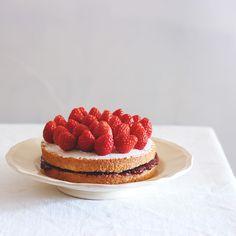 Victoria Sandwich Cake - The Last Order Cake Recipes, Dessert Recipes, Desserts, Chocolates, Kawaii Cooking, L Lawliet, Tumblr Food, Aesthetic Food, Acai Berry