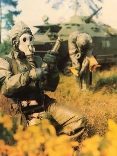 East German soldiers training for chemical warfare. Warsaw Pact, Military Weapons, Military Personnel, War Photography, Time Photo, German Army, Modern Warfare, Dieselpunk, Cold War