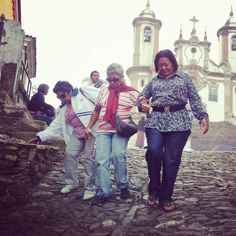 """trois croyants bas de la colline"", Ouro Preto — 2012"