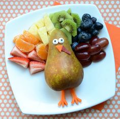 Cute snack idea:  a colorful thankful turkey by Meet the Dubiens for Canadian Family