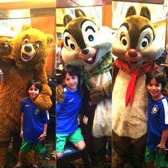 Tomar café da manhã com personagens na Disney Califórnia, ou encontrá-los durante as outras refeições é uma das atividades que as crianças amam na Disney.