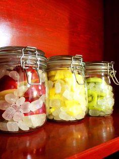 自宅で果実シロップ(今回はキウイ、りんご、パイナップルの3種類)を作成したので作り方をまとめました。基本どんなフルーツでもできるので、自分の好きなフルーツで試してみてね。できあがったシロップは炭酸..