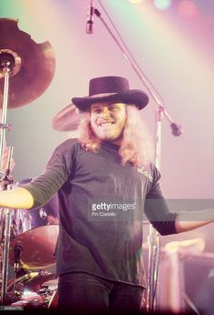 Photo of LYNYRD SKYNYRD and Ronnie Van ZANT Ronnie Van Zant performing on stage