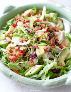 Cabbage with Avocado and Crispy Bacon Salad. Healthy Low Carb Recipes, Healthy Salads, Raw Food Recipes, Healthy Cooking, Asian Recipes, Healthy Eating, Cooking Recipes, Slow Food, Side Salad