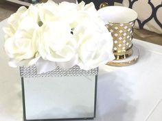 How to Make a Glam Mirror Box With Floral Arrangement - Diy Home Decor Dollar Store Dollar Tree Mirrors, Dollar Store Mirror, Dollar Tree Decor, Dollar Tree Crafts, Glam Mirror, Mirror Box, Diy Mirror, Mirror Ideas, Floral Centerpieces
