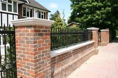 Dry-Cast and Wet-Cast stone pier cap manufacturing with installation. Front Garden Ideas Driveway, Front Wall Design, House Gate Design, Front Yard Garden Design, Brick Columns, Entrance Gates Design, House Front Gate, Driveway Design, Brick Wall Gardens