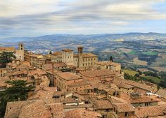 Italian city-to-country break with wine tasting & car hire | Save up to 60% on luxury travel | LateLuxury.com