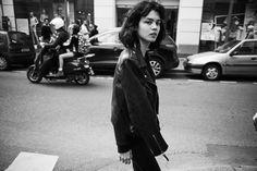 de nonchalance van een parijs meisje   look   i-D