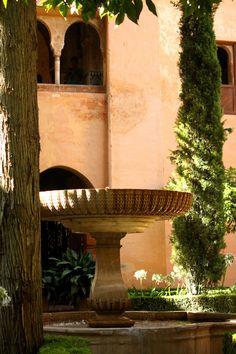 Fuente en el patio de la Lindaraja, Alhambra. (vía flickr)