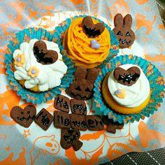 マフィンミックスと同量のかぼちゃを混ぜて作りました  上のクリームはかぼちゃクリームとチーズクリームです - 21件のもぐもぐ - かぼちゃのマフィン by yoshino