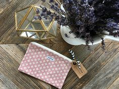 present_owl_light pink_makeup bag Pink Makeup Bag, Travel Cosmetic Bags, Makeup Essentials, Makeup Yourself, Bag Making, Owl, Pouch, Cosmetics, Christmas