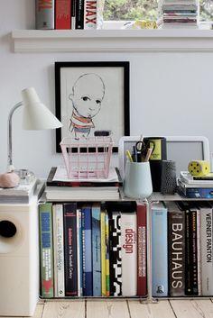 Preciosa, la casa de la diseñadora danesaAnne Louise Breiner en la que trabaja y vive con su familia. La decoración es un mix de objetos y estilos, ordenados bajo una líneaclaramentenórdica. Pie…
