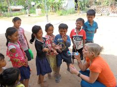 Helpen op een schooltje in Cambodja tijdens de expeditie reis http://www.pureexpedition.nl/