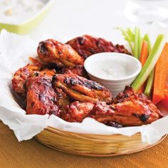 Ailes et pilons de poulet, sauce barbecue à l'érable Bbq Chicken Wings, Barbecue Chicken, Tandoori Chicken, Ailee, Super Bowl Essen, 15 Minute Dinners, Bbq Appetizers, Confort Food, Sauce Barbecue