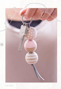 """Jubiläumsausgabe des sisterMAG! Es dreht sich alles um """"Schlüssel"""" mit den Sektionen: Schlüssel zum Wohlbefinden (Spa-Special und Raw Food), Schlüssel zum Erfolg (Business-Frauen), Entschlüsseln (Dresscodes, Karikaturen & Serien), Schlüsseldienst (Schließsysteme, Schlüsselanhänger DIYs) und vieles mehr."""