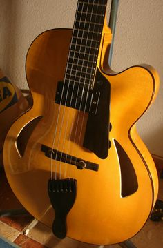 Fernando Alonso Jaén 15'' jazz guitar