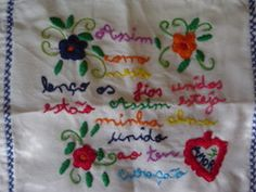 """Nada é mais querido do que o """"Lenço dos Namorados"""", um hábito português antigo, uma maneira de se mostrar o amor.       ..."""