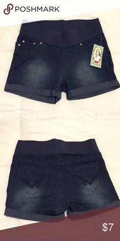 NWT Dark wash maternity jean shorts NWT dark wash maternity jean shorts. Elastic waist band. New with tag, never worn. Size medium. oh! Mamma maternity Shorts